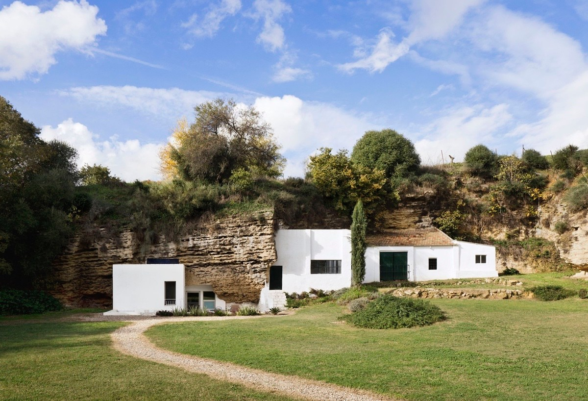 cave-house-exterior-natural-surroundings